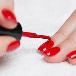 rode gel polish nagels